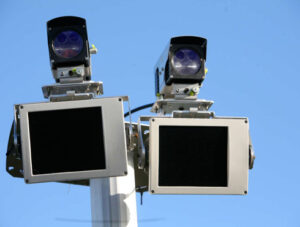 Radar tronçon amende, radar tronçon fonctionnement, radar tronçon marge erreur : Hello Avocat vous dit tout du radar vitesse moyenne.