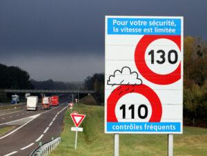 Montant PV : les avocats experts en permis de conduire de Hello Avocat vous liste le montant des amendes en France.