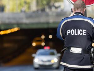 Expert de la contestation excès de vitesse, les avocats en Code de la route de Hello Avocat vous expliquent comment contester une amende pour excès de vitesse.